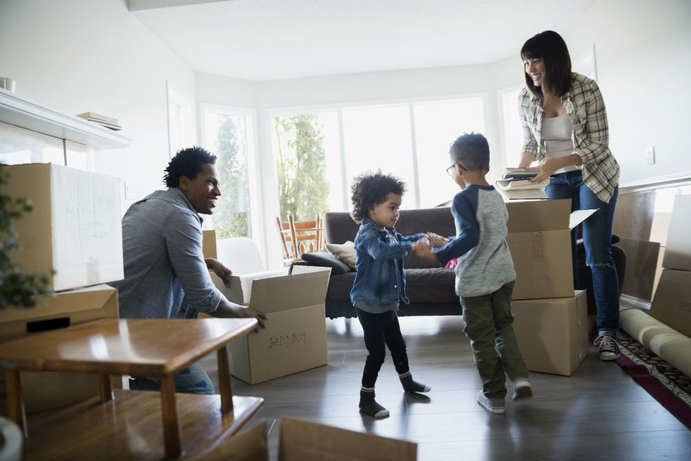"Making the ""Moving in Together"" Process Easier When Kids are Involved"