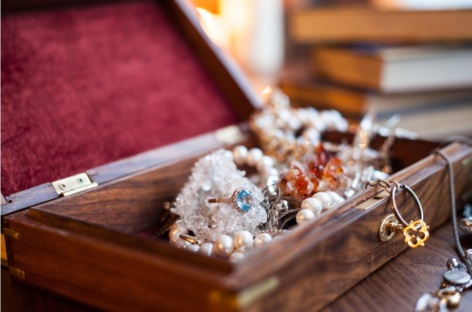moving with jewelry